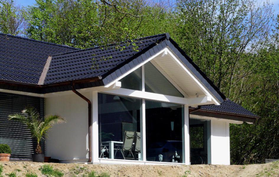 leben auf einer etage mit nach oben offenen dachgeb lk. Black Bedroom Furniture Sets. Home Design Ideas
